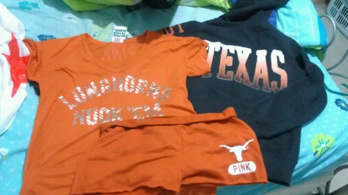 tangledupintexasskin:  New Longhorn gear! Texas Longhorns, that's where it's at.