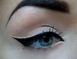 I LOVE LOVE LOVE THIS EYE MAKE UP! It's the classic cat eye perfected with flashy gold lines higlighting booth the inner and outer corners. By doing this it almost makes her eye look as if it has a side ways s shape. Brilliant! Here is a good gold eye liner to try this for yourself. I'll also include a cat eye tutorial for you beginners! Good luck <3 Here is the perfect cat eye tutorial. -http://youtu.be/f5mX8zdG3yk Here is the best liner for the gold highlights -BHCosmetics Gel Eyliner