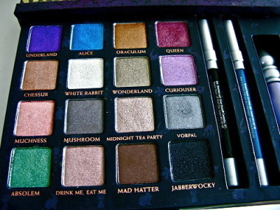 strangestlifeiknow:  Whaaat? I want this. Alice in Wonderland eye shadow!