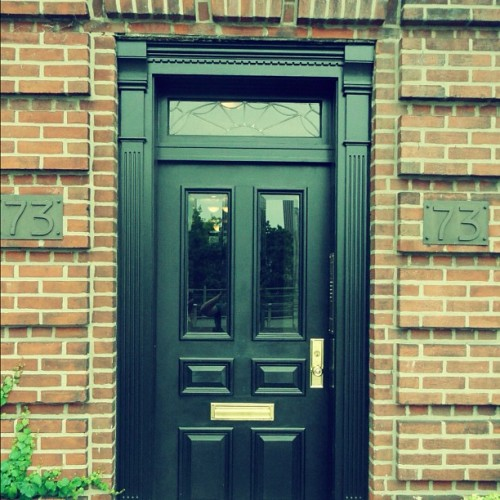 #nyc #newyorkcity #newyork #new#york #city #black #door #bricks #architecture #building #old #vintage  (Taken with Instagram)