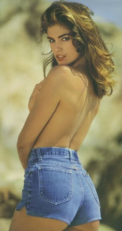 pussylequeer:  Cindy Crawford in 1988