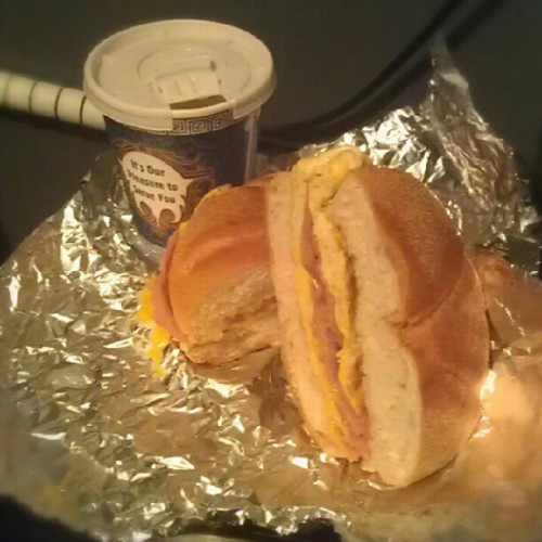 Egg,ham & cheese sandwich con mi cafesito xD (Taken with Instagram)