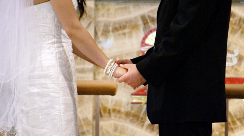 gloriayang:  Hands. They're so intimate. So precious. At the alter, hands held tightly in spite of the ever-growing emotions are just beautiful.
