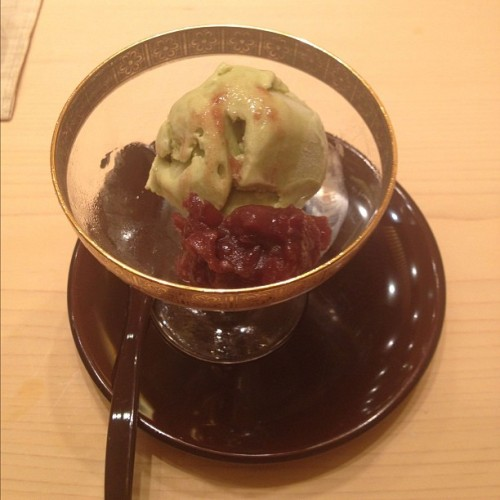 #macha #icecream #greentea #redbean #fresh #foodorgasm #lekker #enak #foodies #foodporn #foodcoma #delicious #yum #statigram #instagram #jj #japanese #desserts #creamy (Taken with Instagram at Ginza Sushi Ichi)