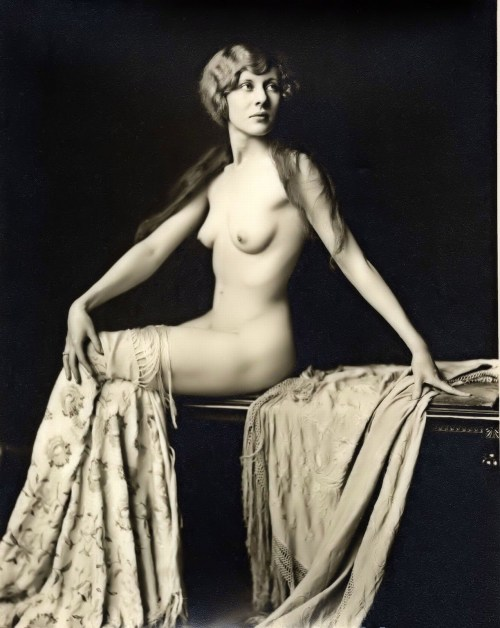 mercyevpatoria:  Alfred Cheney Johnston