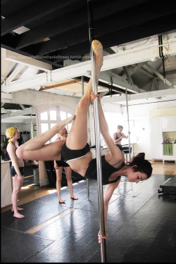 Pole Moves : Le Poisson - such a pretty trick!