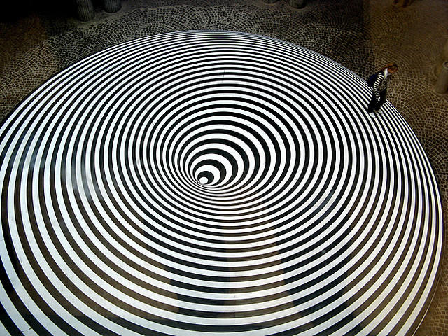 Op Art by Dynamic Learning Institute This work of Op Art (http://en.wikipedia.org/wiki/Op_art) is a great example of radial balance.