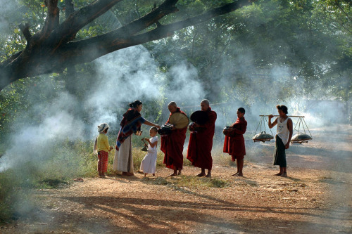 smithsonianmag:  Photo of the Day: The monks and novice were accepting the donated food from Buddha`s peoples. Photo by: Min Zaw (Yangon, Myanmar), Yangon, Myanmar