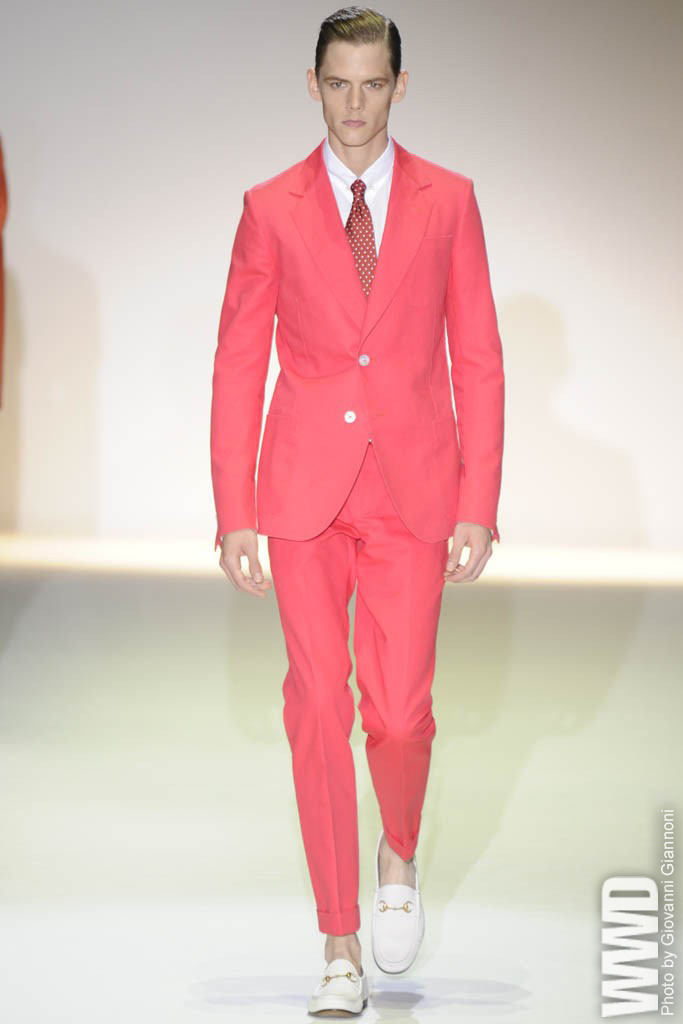 womensweardaily:  Gucci Men's RTW Spring 2013 Frida Giannini married a blazing Mediterranean palette to pert, youthful tailoring and retro-tinged vacation clothes.  For More