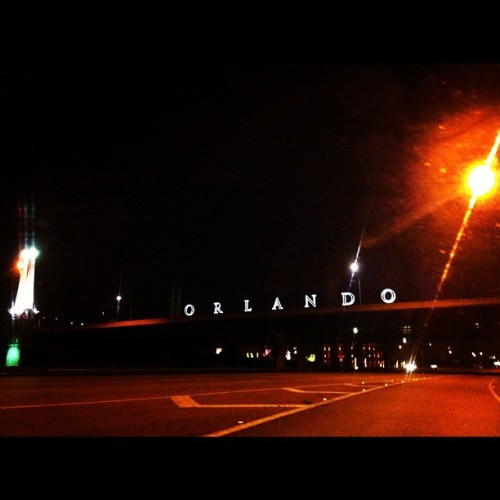 Orlando. 🌙🌆 #view #night #morning #4inthemorning #orlando #driving #nightdrive #sign #photography ? #deadstop #g  (Taken with Instagram)