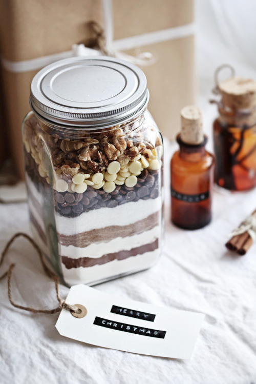 thecakebar:  Edible gift idea: Brownie mix in jar