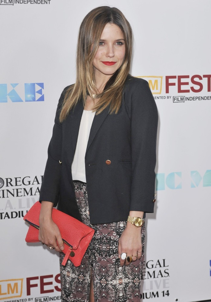 How cute does Sophia Bush look with her red pebbled Clare Vivier fold over clutch at the Magic Mike premiere?! She is such a lovely and stylish lady and we are so happy to see her rocking the CV!