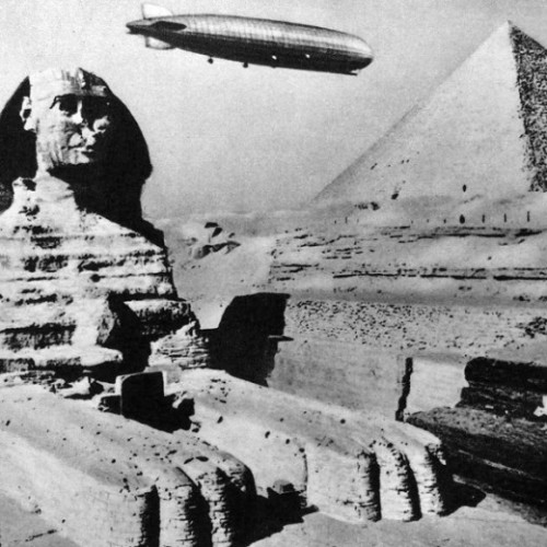 exquisite-copse:  Graf Zeppelin over the Pyramids, 1931  Library of Congress via Retronaut