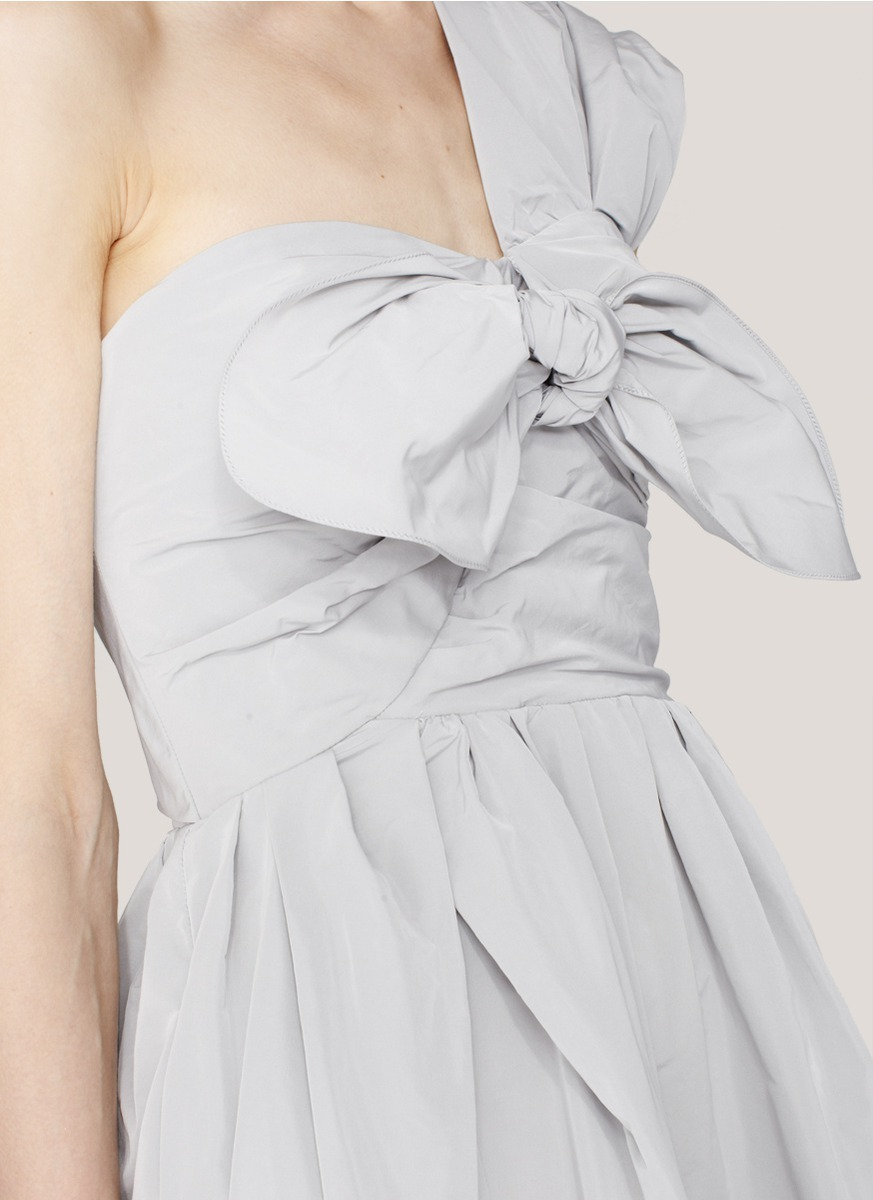h-akanai:  One-shouldered taffeta dress by Carven