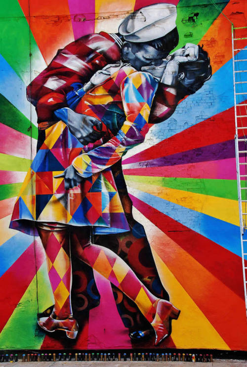 ruineshumaines:  The Kissing Sailor, street art by Eduardo Kobra.