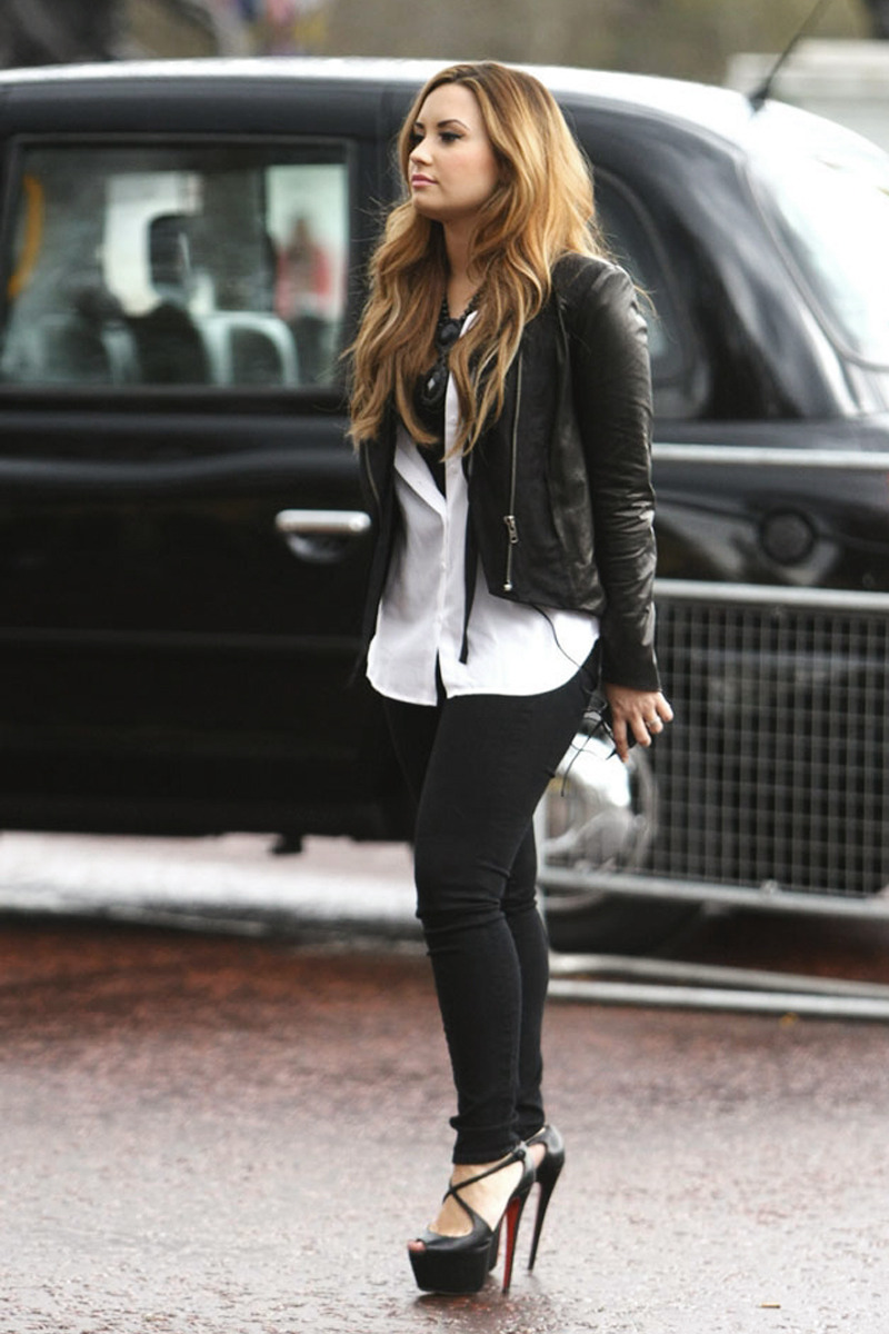 citykid-s:  fawnah:  need those shoes in my life  She is my role model <3
