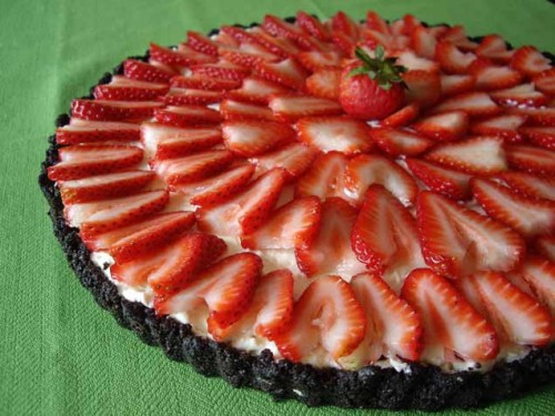 Strawberry No-Bake Cheesecake with Chocolate Crust Get the recipe!  .