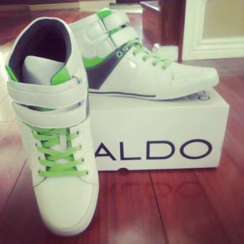The new baby is here. #cool #green #aldo #shoe #shippee #fashion #style  (Taken with Instagram)