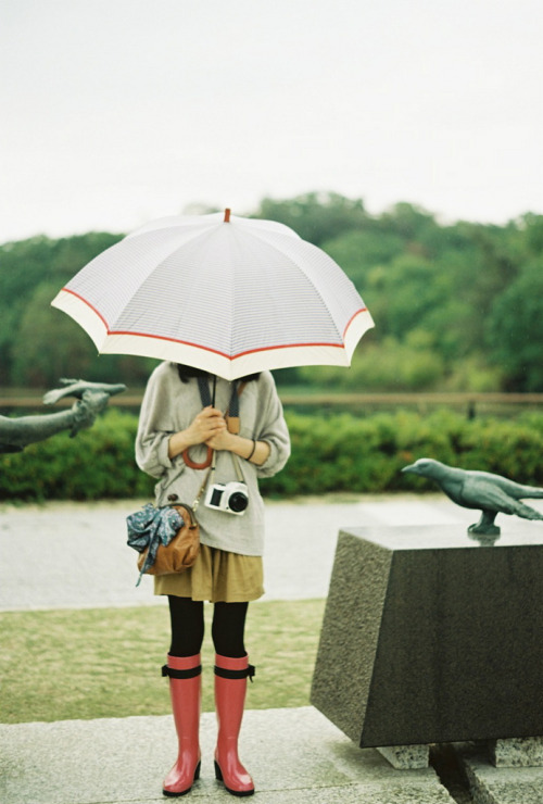 over-ture:  umbrella girl (by lonestar_texas)