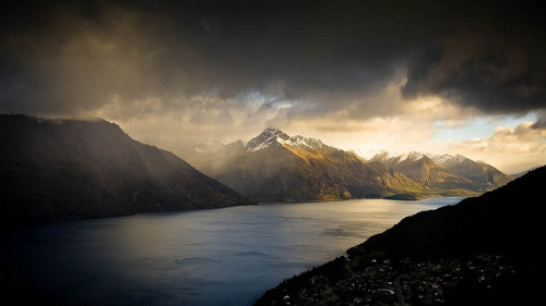 birbulutolsam:  Queenstown New Zealand Landscape by Momento Creative on Flickr.