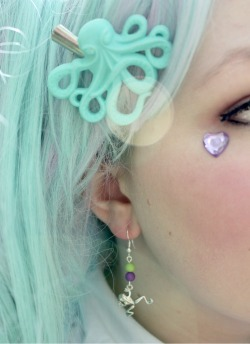 pastelhippie:  ✞ ^ Pastel, seapunk, bubblegoth galore ✞