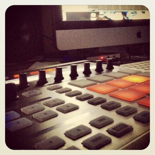 #native #instruments #maschine #beat #making #drums #apple #imac #music #lover #loving #the #vibe #true #old #school #instagram #studio #nightlife (Taken with Instagram)