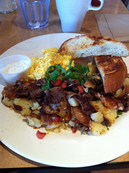 Roast Beef Hash & Eggs from The Mission.  The roast beef was very tasty, especially with the horseradish cream but I felt that the rosemary potatoes were just okay (even though it was highly raved about from the online reviews.)