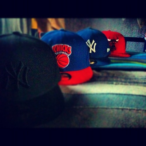 #iphone #iphonic #iphonesia #iphoneonly #swag #swagg #snapback #fitted #newera #ny #yankees #newyork #knicks #chicago #bulls #windycity (Tomada con Instagram)