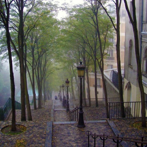 bluepueblo:  Rainy Day, Montmartre, Paris  photo via jeannine