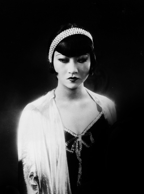 "zuky:  alicedearest:  Anna May Wong in Großstadtschmetterling, 1929.  Anna May Wong called herself ""The Woman of a Thousand Deaths""."