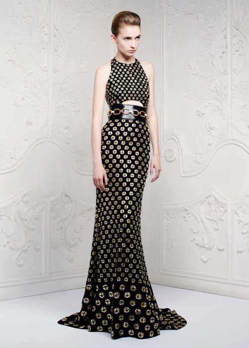 noenespanol:  ALEXANDER McQUEEN Resort 2013 Long live to long legs and slender female silhouette.