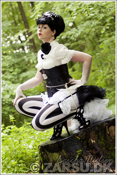 madmarchioness:  (via egl: Ero-Lolita Photoshoot Snaps)