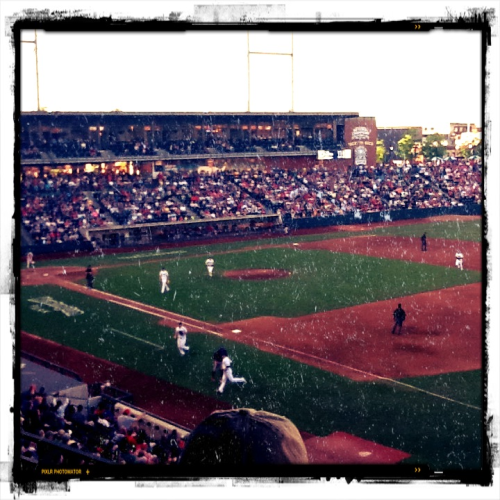 musiquedevie:  Clip Show still ahead of the IronPigs, 4-1 in the 5th!