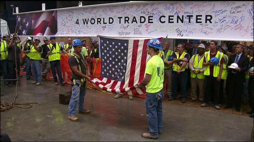 jomzjahmezjames:  The final beam being lifted onto 4 World Trade Center. (Photo property of Fox News)