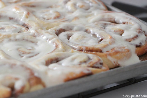 wehavethemunchies:  Perfect Cinnamon Rolls