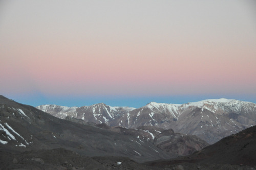 backcountrycompass:  Colours in the sky over the mountains across the valley by nic0704 on Flickr. Casa de Piedra to Plaza Argentina base camp