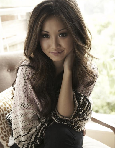 direcao-thin:  Brenda Song / 1,57m / Aprox. 50-54kgs / Peso normal
