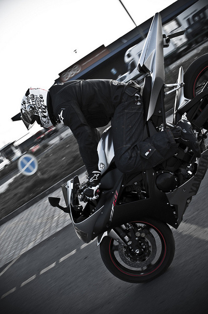 sexfoodbikesetc:  Yamaha R1 . by Charakterny on Flickr.