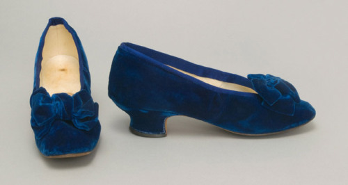 omgthatdress:  Shoes 1881 The Philadelphia Museum of Art