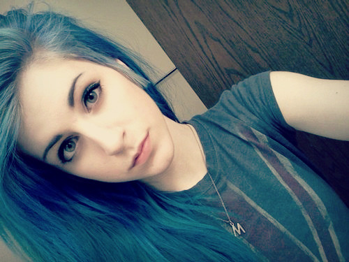 striife:  -onyourknees:  srs face is srs  cute girl is cute.