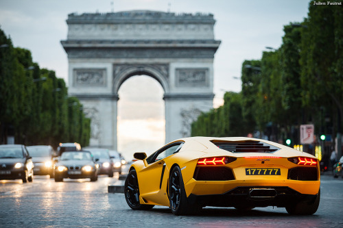 luxury-liiving:  Lamborghini Aventador LP700-4 (via Valkarth)