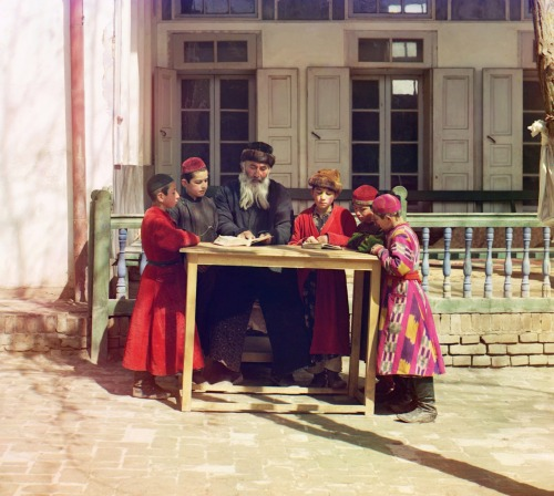Sergei Mikhailovich Prokudin-Gorskii, Jewish Children with their Teacher, Samarkand, Russia, 1910-1915.