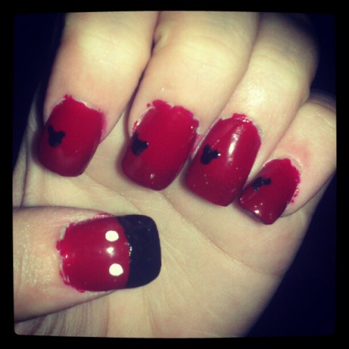 #photoadayjune #daytwentysix #somethingcute #instagram My pretty nails!  Thanks Ange and Raye (Taken with Instagram)