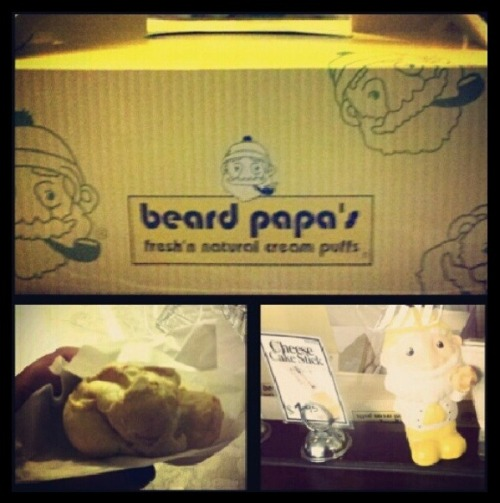 Beard Papa's! The very best cream puffs; of all time!!!( ̄ー ̄) (Taken with Instagram at Beard Papa's Sweets Cafe)