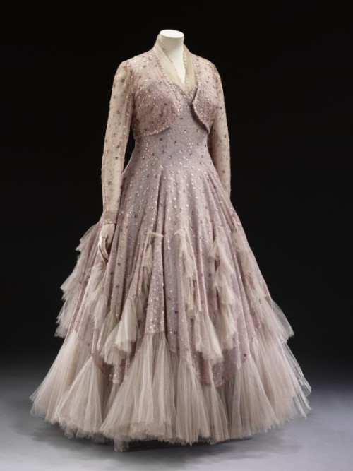 Dress Norman Hartnell, 1948 The Victoria & Albert Museum