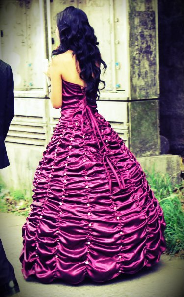 eat-sleep-laugh-live:  Awesome/Pretty Dress :D
