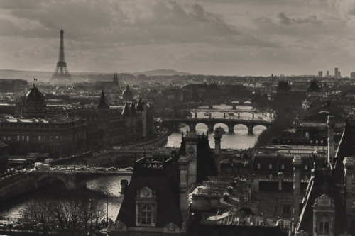 greeneyes55:  Bridges of Paris Photo: Peter Turnley 1991