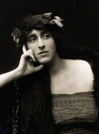 E.O. Hoppe, Vita Sackville-West, 1916.