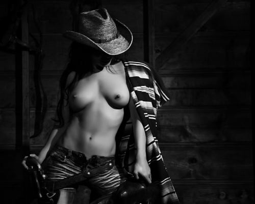 lovelyeyecandy:  Cowgirl Up!