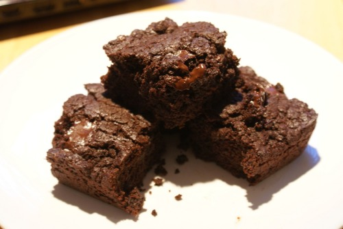 Get your vegan brownie recipe here! They will most definitively be a crown pleaser http://kennieskitchen.com/chocolate-brownies/